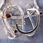 Vedhæng i guld og sølv, personligt smykke, logo i sølv, unikt sølv vedhæng, håndlavet vedhæng, aarhus, guldsmedeværksted, sølvsmed, alguld
