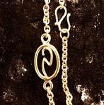 personligt guldarmbånd, logo i guld, gåndlavet guldarmbånd, unikt guldarmbånd, omsmeltet guld, bioguld, initialer i guld, guld s-lås, alguld