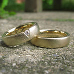 Vielsesringe i guld med diamant, alguld, klassiske vielsesringe, vielsesringe mat guld, vielsesring med diamant