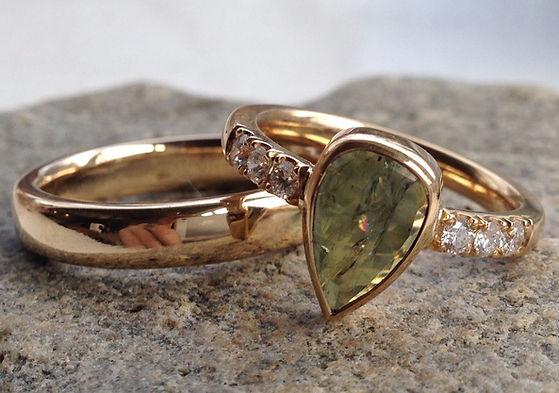prinsessering, unik vielsesring, alguld, guldring med safir, safir ring alguld
