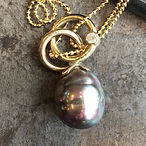 Perle-vedhæng i guld, vedhæbg diamant aarhus, diamantvedhæng, håndlavet vedhæng