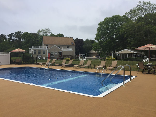 Outdoor Pool Viking Shores Motel