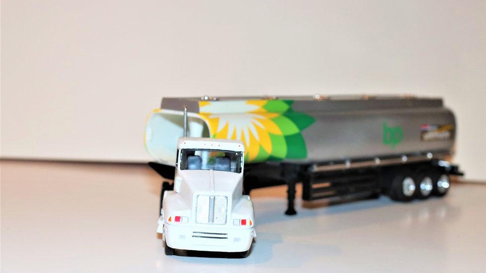 BP Amoco 2004 Oil Tanker Truck