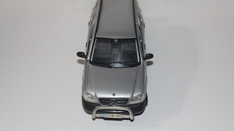 Maisto 1997 Mercedes ML320
