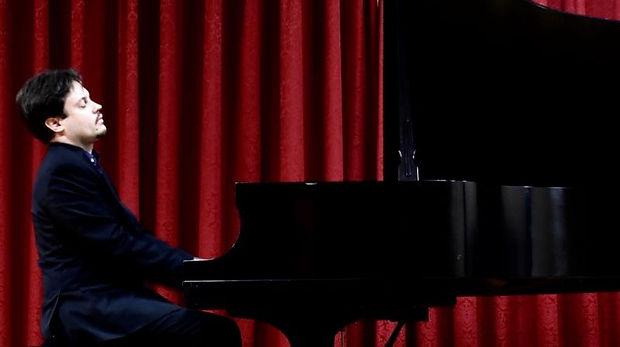 Vladimir Tiagunov playing piano
