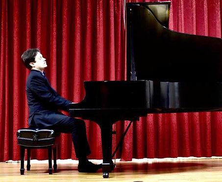 Vladimir Tiagunov during a piano performance