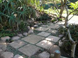 Short paths linking garden sections
