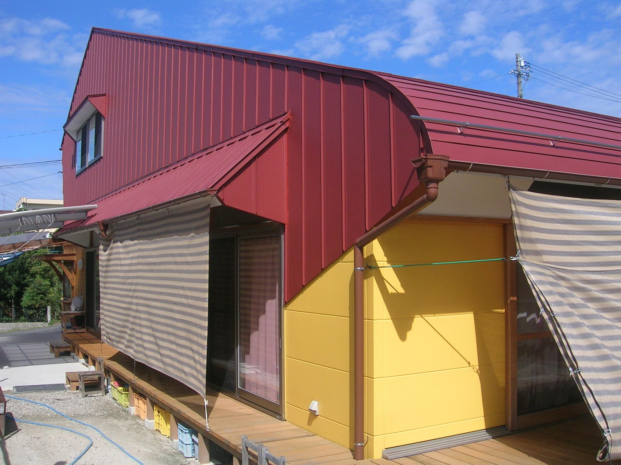 大きな屋根・ムクリ・外壁・板金の色