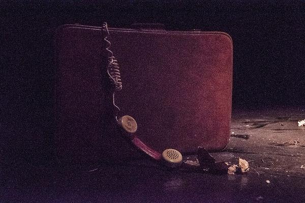 valigia e telefono.jpg