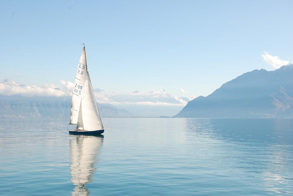 beautiful-boat-daylight-foggy-273886.jpg