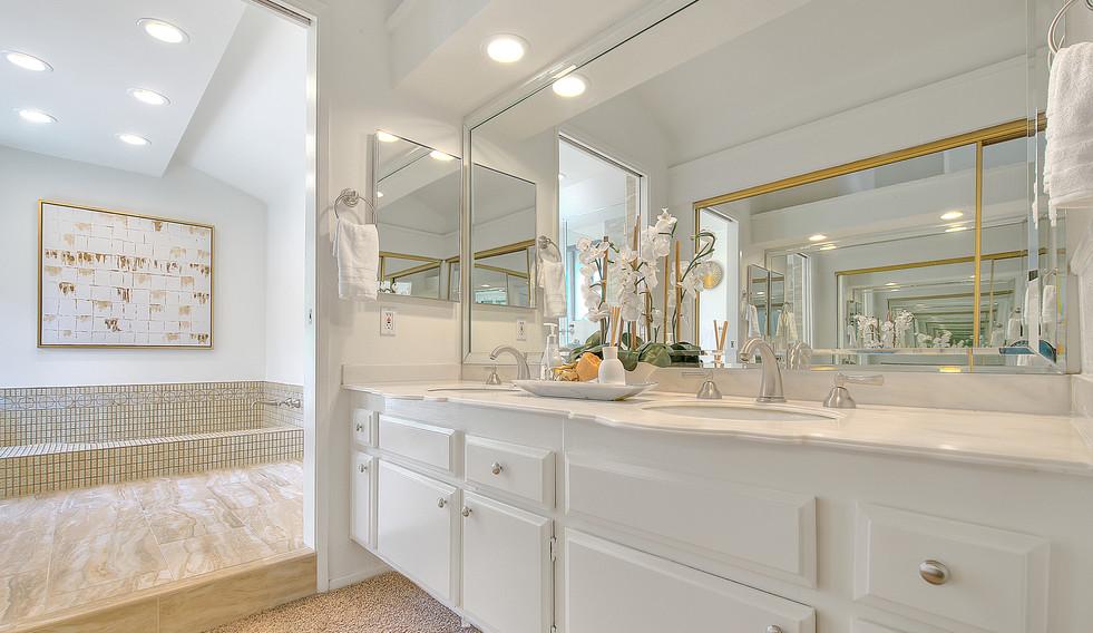 Master Bathroom (2 of 8).jpg