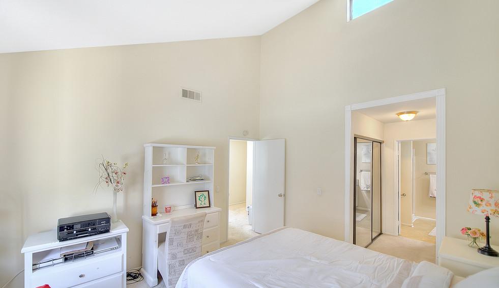 Master Bedroom (3 of 4).jpg