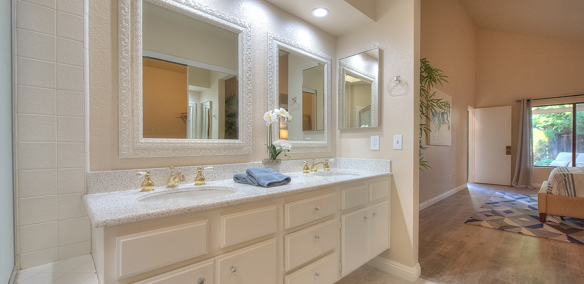 Master Bathroom (3 of 4).jpg