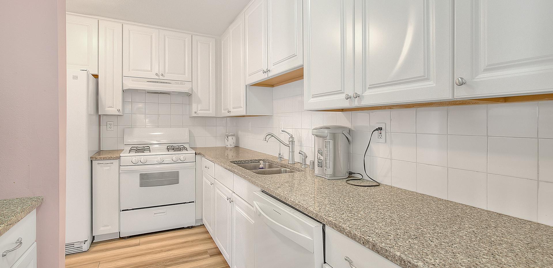 Kitchen (2 of 7).jpg