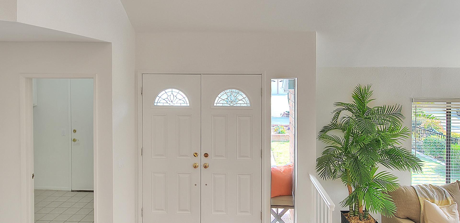 Foyer (3 of 4).jpg