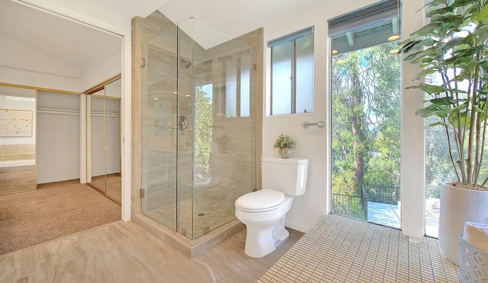 Master Bathroom (7 of 8).jpg