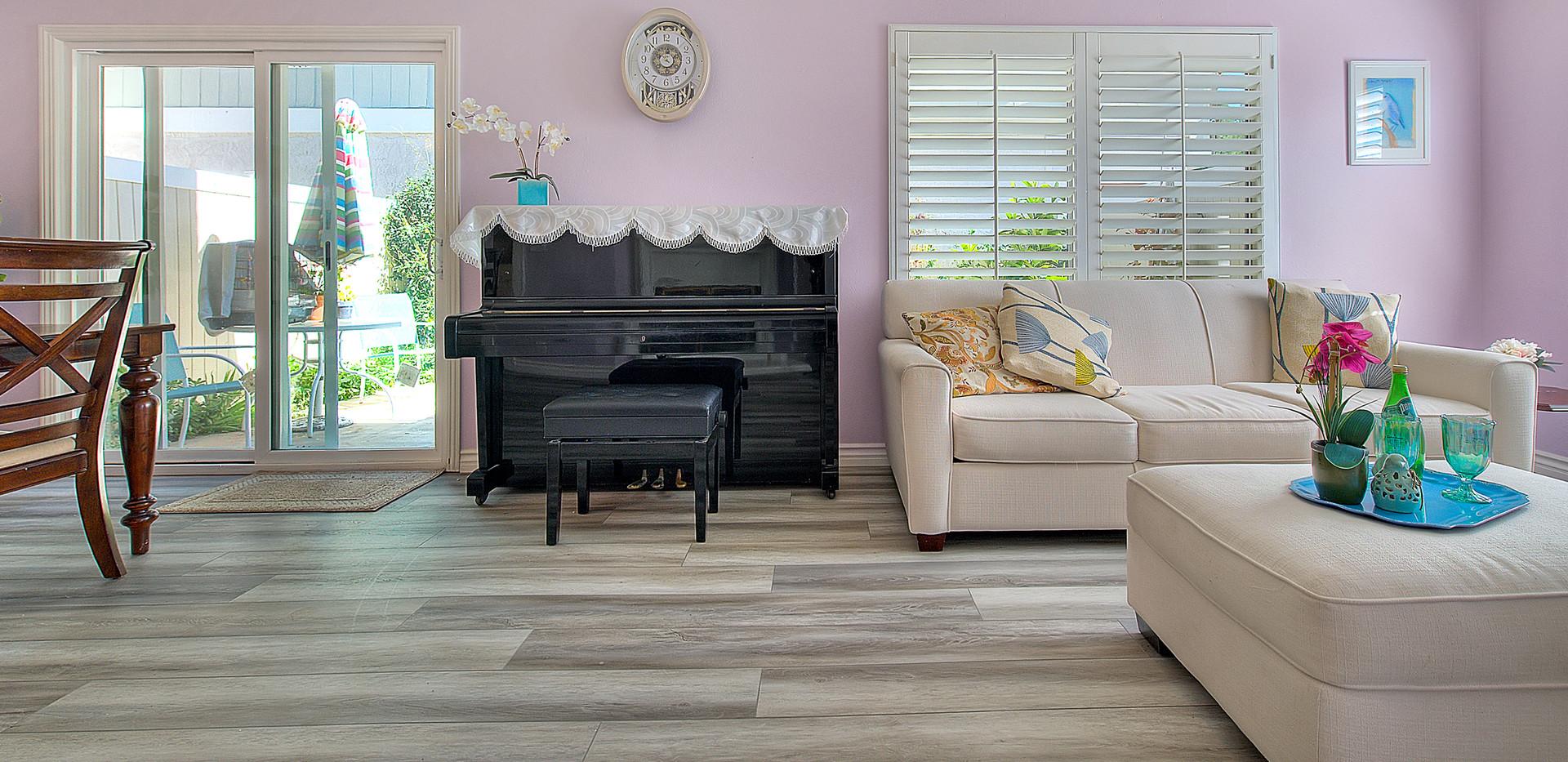 Living Room (8 of 9).jpg