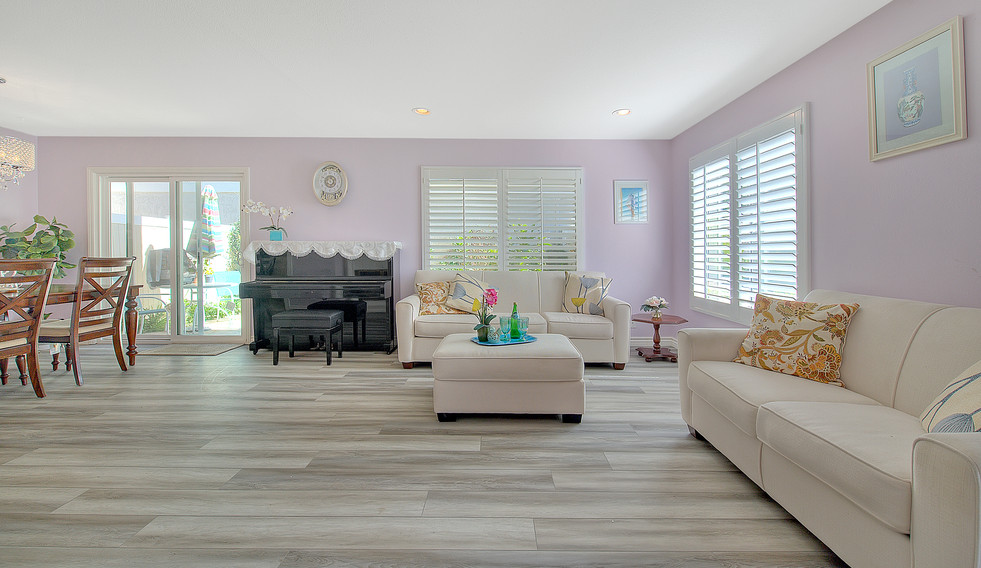 Living Room (2 of 9).jpg