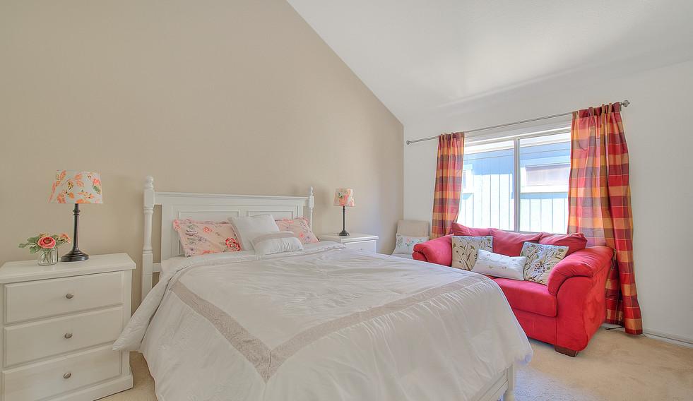 Master Bedroom (1 of 4).jpg