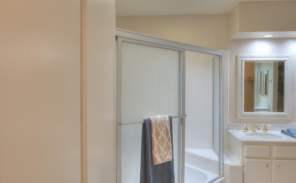 Master Bathroom (4 of 4).jpg