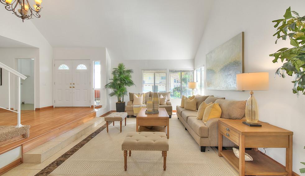 Living Room (2 of 7).jpg
