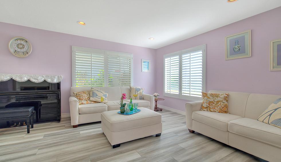 Living Room (3 of 9).jpg