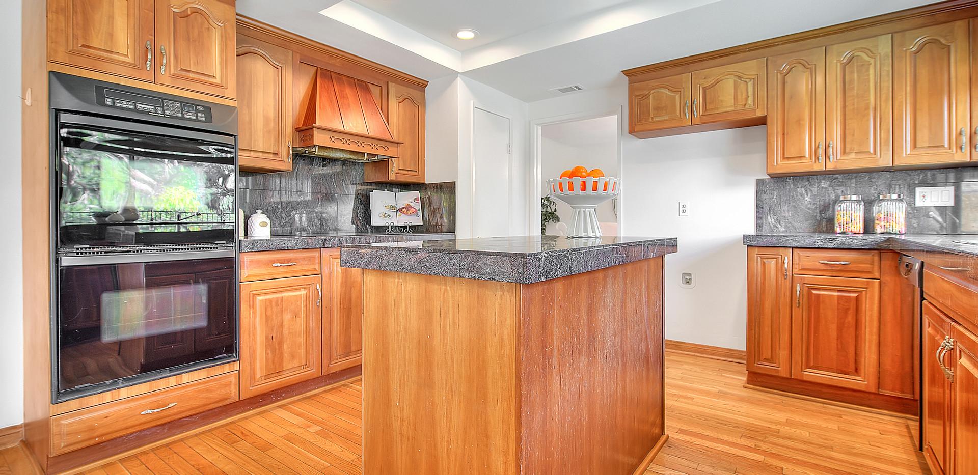 Kitchen (2 of 9).jpg
