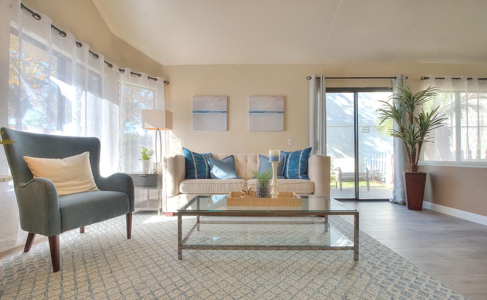Living Room (4 of 9).jpg