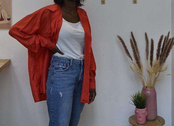 Chemise rouge poche sur l'avant