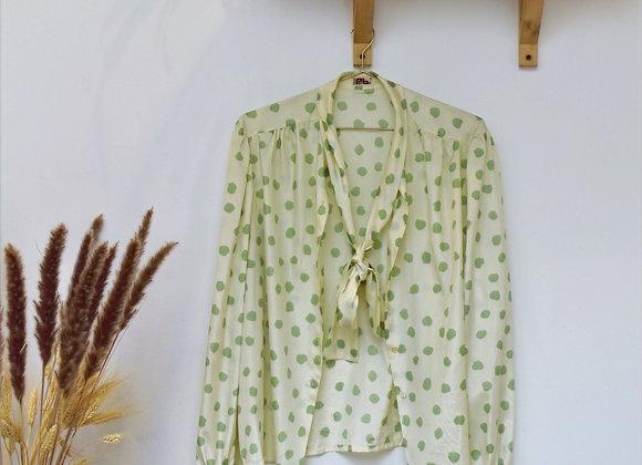 Chemise blanche à pois vert