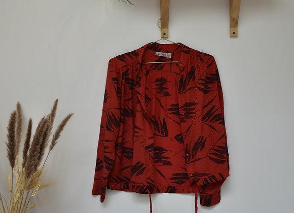 Chemise rouge à motif à feuilles