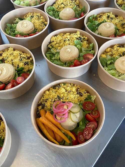 Salade hummus, couscous, geroosterde wortel