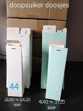 67 hoge doosjes wit