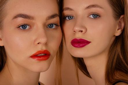 girls with lipsticks