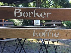 barista met zowel koffie en thee op uw locatie