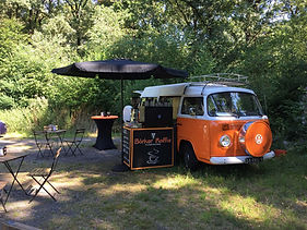 barista en koffiebus op locatie