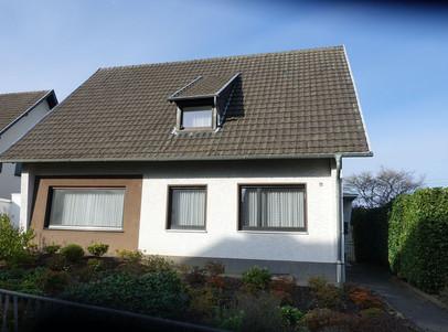 Haus mit Vorgarten.JPG
