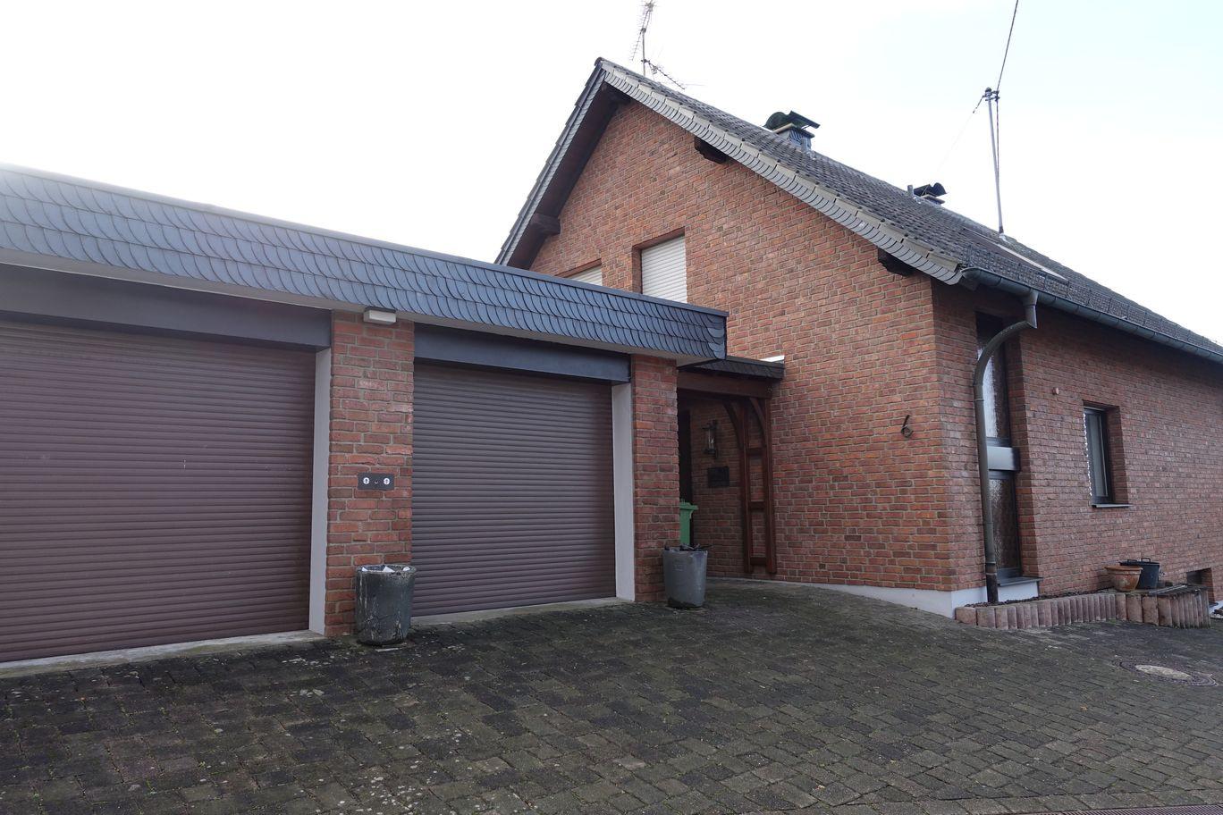 Haus mit 2 Garagen und Handwerksraum