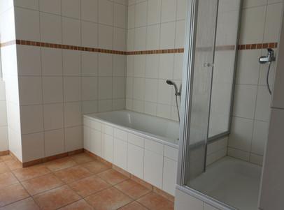 119 Bad mit Wanne und Dusche
