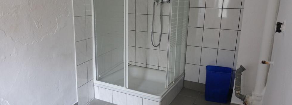 6079 Duschbad mit Waschmaschinenstellpla