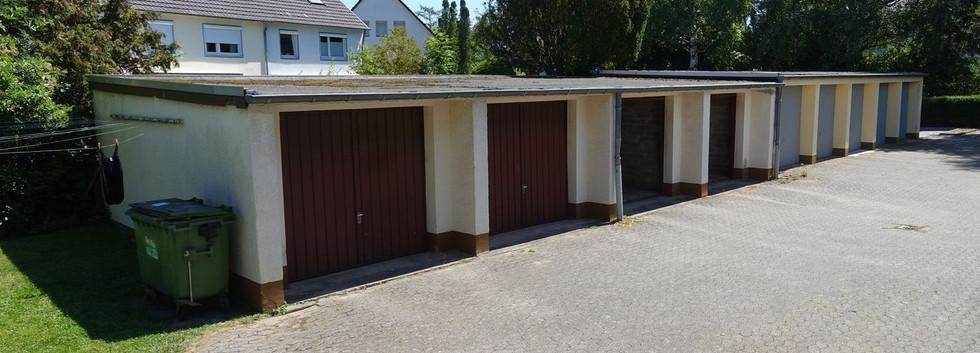Innenhof mit Garage