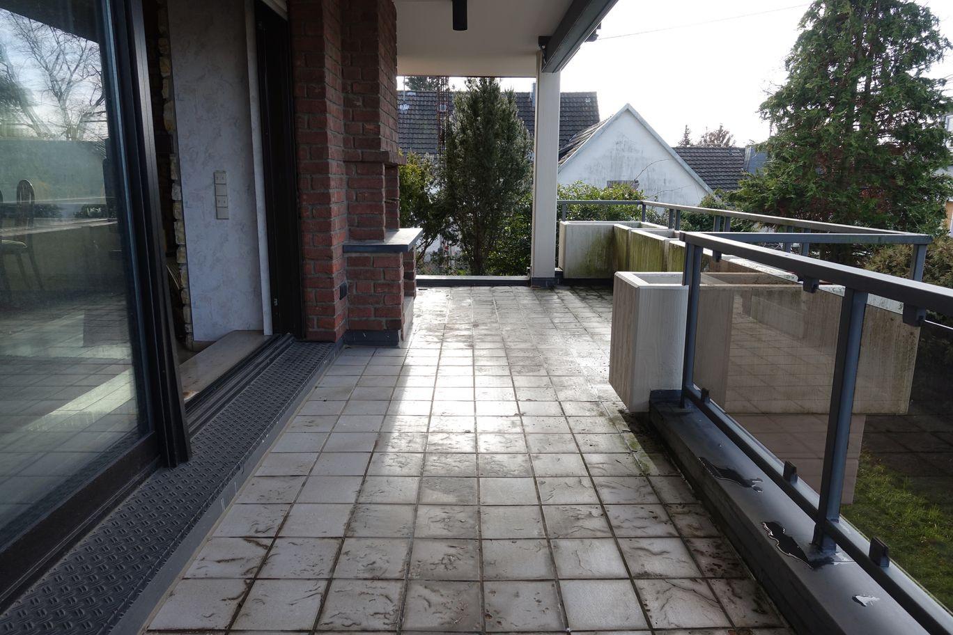 Balkon vor dem Wohnzimmer.JPG