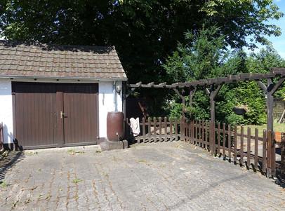 6070 Garage mit Eingang Garten