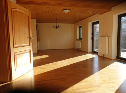 großes_Wohnzimmer_mit Sonnenterrasse