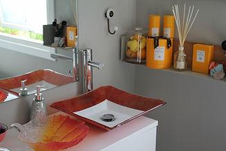 bathroom rozie (1024x683).jpg