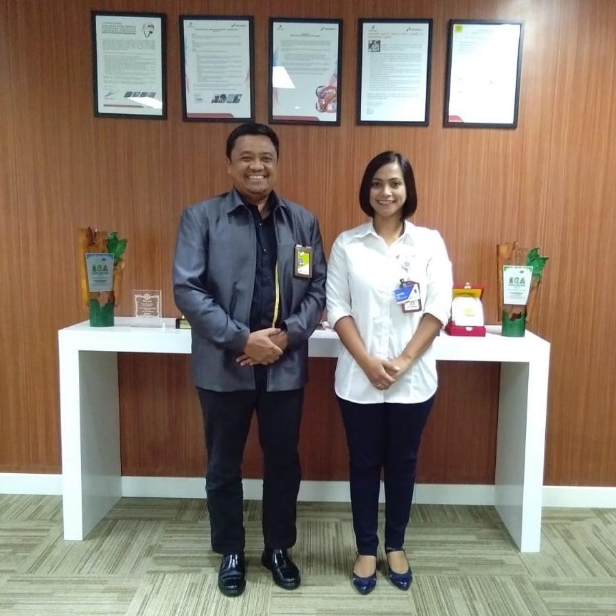 General Manager (GM) PT Pertamina EP Asset 5 Bapak Irwan Zuhri (kiri) bersama Direktur Rumah Sakit Pertamina Tanjung Ibu dr Farah Alkatiri.