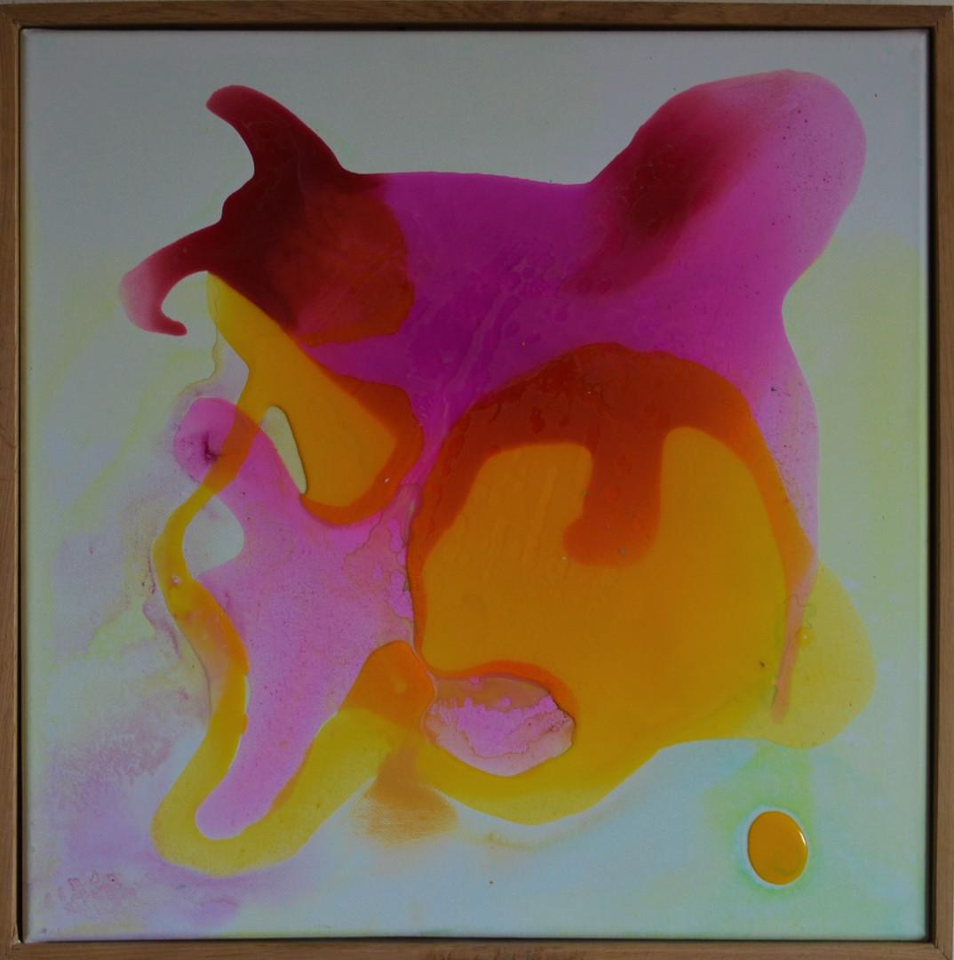 dark pink, yellow dot 50 x 50 cm Giessha