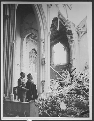 Ealing Abbey blitz damage 1940.jpg