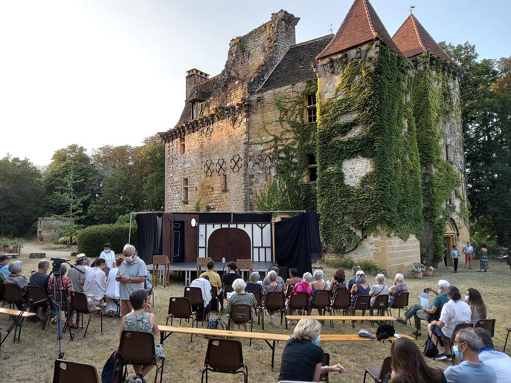 """Le cadre du château de Faye dans lequel s'est joué """"les Plaideurs"""" de Jean Racine."""
