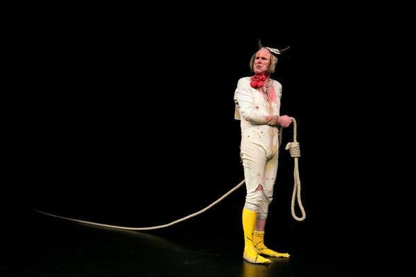 """Tim Crouch dans """"Moi Malvolio"""" au Théâtre 14. Juillet 2020."""